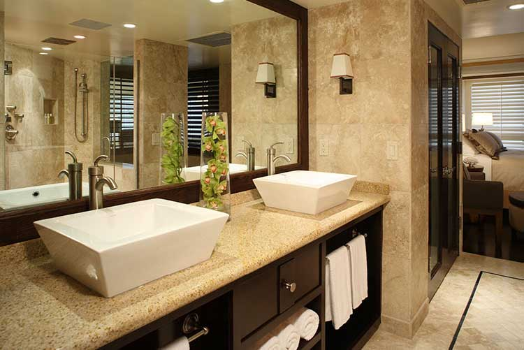 hotels_near_pismo_beach_edgewater_suite_bathroom