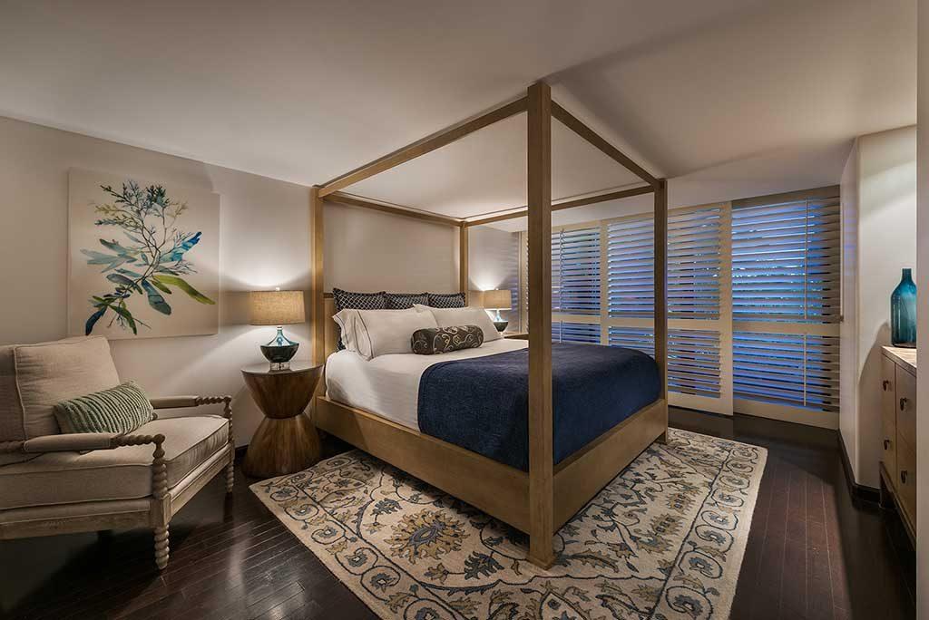 hotel_prices_near_me_edgewater_suite_bedroom-1024x684