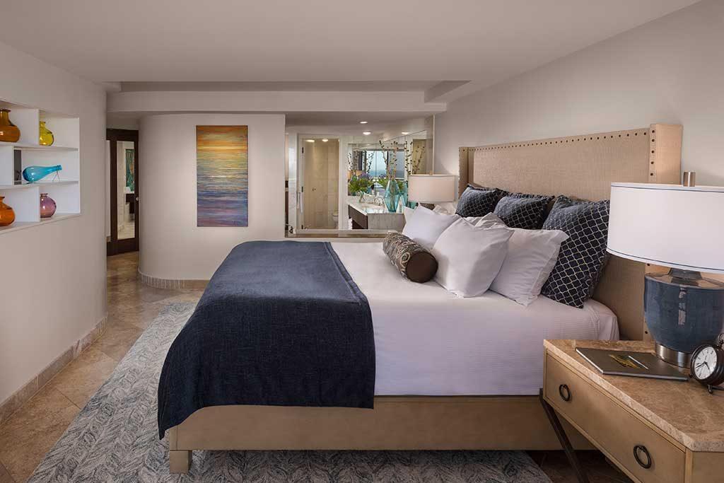 pismo_beach_hotel_deals_pier_view_suite_bedroom-1024x683