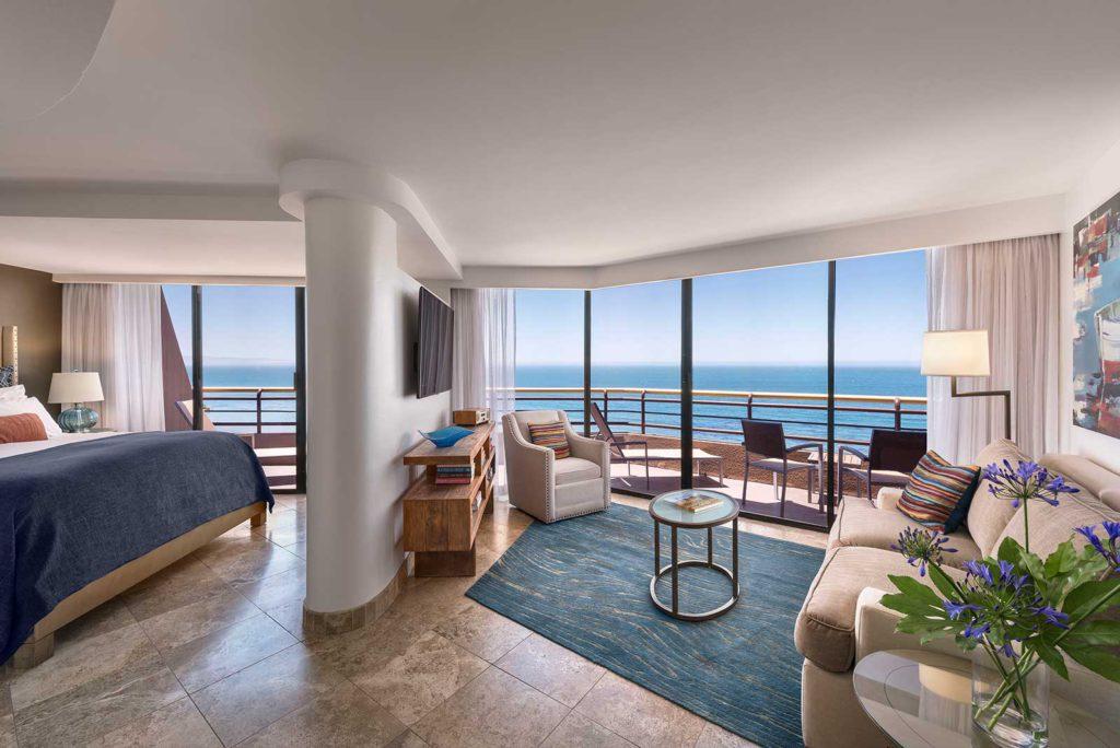 pismo_beach_hotels_1600X1068_lighthouse_suite_header